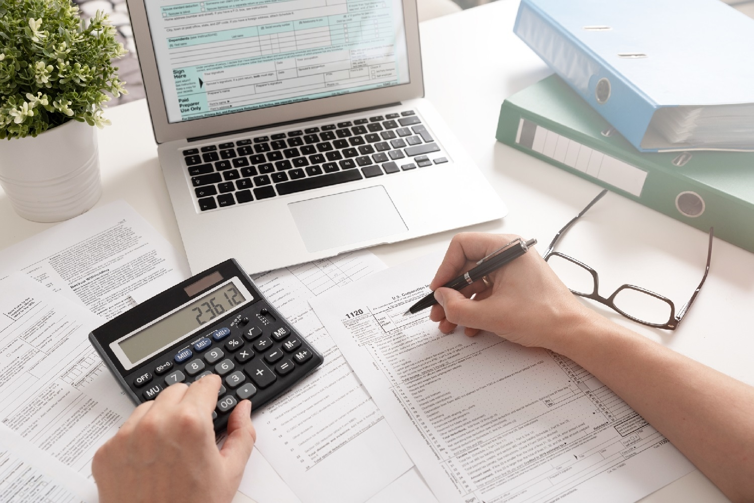 How to choose the best accounting service for your small business?